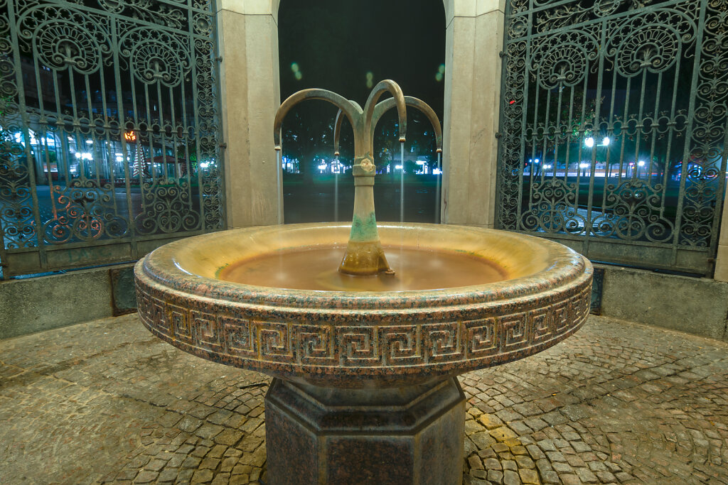 Kochbrunnen Wiesbaden bei Nacht